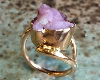 Quartz Rose brut bague, or jaune rempli de bague, anneau de Pierre rose, bague unique, bague de cocktail déclaration, anneau de pierre brute - si longtemps R2431