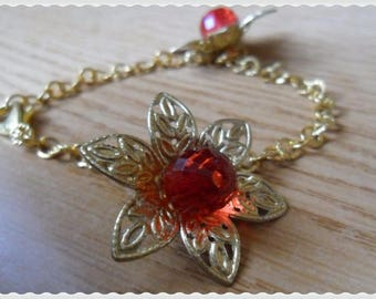 Bracelet with golden chain and poinsettias