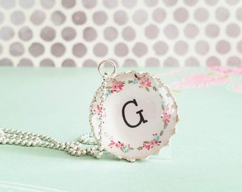 Personalized pendant necklace / princess style / Monogram