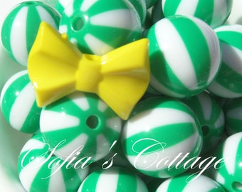 20mm 10CT Green and White Beach Ball Style Gumball beads, D31