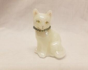 Fenton White cat figure