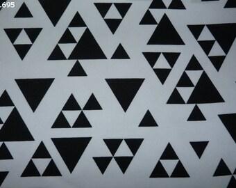Fabric C695 Triangles black & white coupon 35x50cm