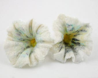 2pcs-Set of 2 handmade felted flowers-Wool-Silk-White-soft pink