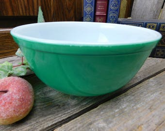 Vintage Mid Century Primary Green Large Pyrex Mixing Bowl #403 2 1/2 Quart