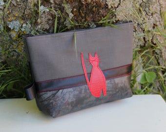 Dark textile pouch / red cat