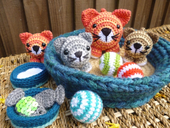 Amigurumi Kitten Patterns : Basket of kitties cat and kitten dolls with accessories
