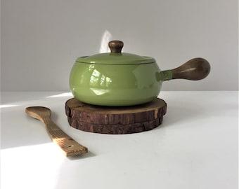 Casserole en émail vert avocat, ustensiles de cuisine moderne danois, Mid Century métal émaillé, manche en bois cuisson, comme Dansk Kobenstyle, Fondue Pot