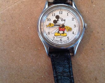 Vintage Mickey Mouse Disney Pie-Eyed Loris Quartz Watch