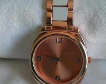 Super thin watch pink dial