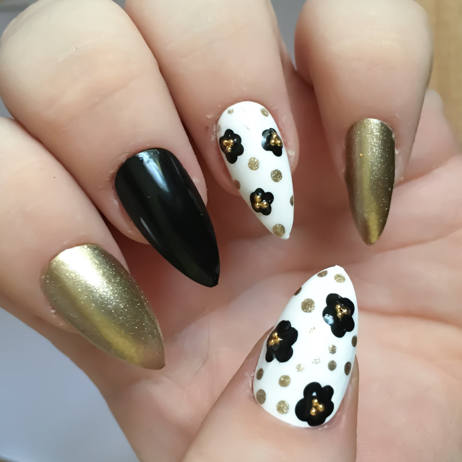 Gold Flower Fake Nails Black False Nails Daisy Nail Art