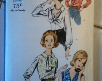 "Vogue Vintage Blouse Pattern 5683 Size: 12, Bust 32"", Hip 34"""
