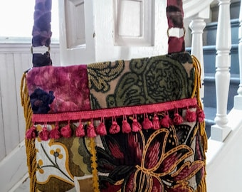 Crossbody tapestry bag with gold fringe
