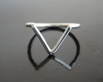 SINGLE CHEVRON RING - Sterling Silver chevron stackable ring - Handmade arrow 925 silver ring - Stacking ring chevron arrow silver ring