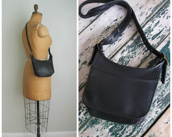 Navy Blue Leather Croft&Barrow Shoulder Bag// 1980's