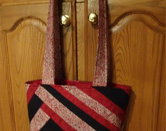 Red, Black and Ivory Swirls Improv Tote -   Quilted Purse - Shoulder Bag - Tote