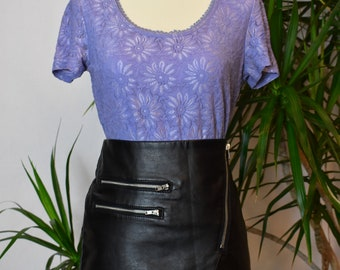 Lavender vintage shirt, short sleeves, scoop neck, floral, fully-lined, lace neck
