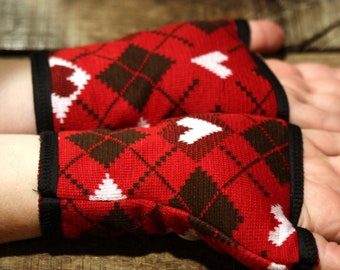 Promo empty workshop cuff/mitten pattern heart, red/white/black cotton knit and jersey.