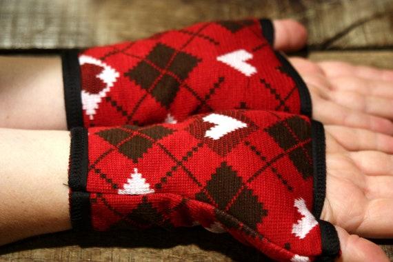 Promo empty workshop cuff/mitten pattern heart, red/white/black cotton knit and jersey.