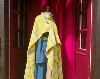 Jacket 100% vegetable dye wool hand woven iron age.