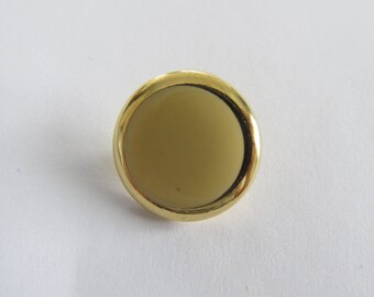 Cute button * vintage gold and yellow