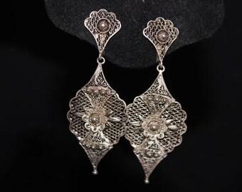 Antique filigree silvertone screwback earrings - Elegant!