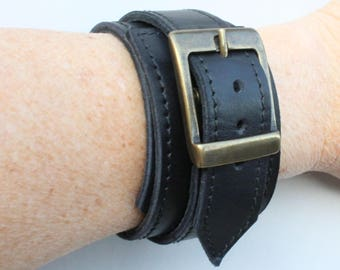 black leather strap. wrist strength; Bracelet of strength; black leather strap (ET.82);