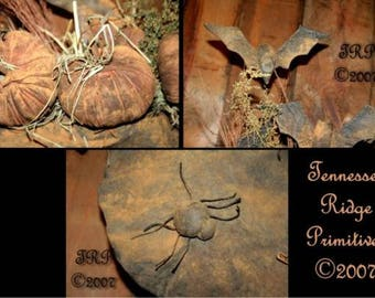 Tennessee Ridge Primitives  Primitive Bats, Spiders and Pumpkin Pod Ornies - Pattern Only