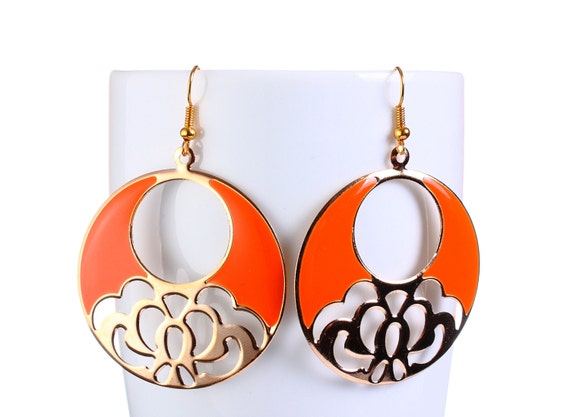 Gold flower and orange dangle earrings (763)