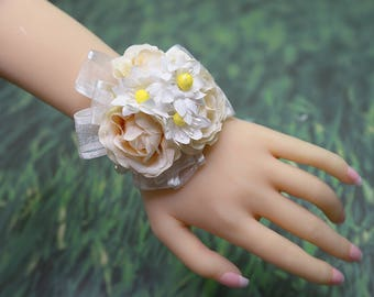Wedding Corsage, Wrist Corsage with Pearls and Flowers, Wedding Wristlet, Bride Bridesmaids Corsage Gift, Bridal Prom Flower Bracelet YQL013