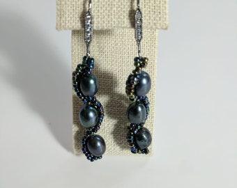Black freshwater pearl earring