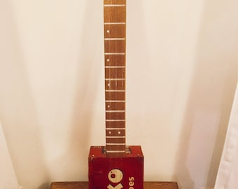 Cigarbox Guitar - Oxo Box that Rocks moon head