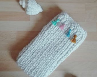 Case for smartphone in wool and tassel