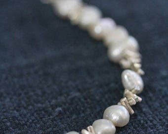 Pearls and silver sprinkles beads necklace (N0072)