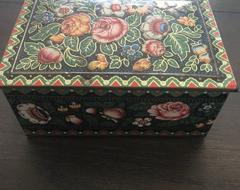 Vintage sewing tin with old sewing items