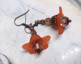 E121, Orange and Copper Flower Dangles, Daisy Delights, Springtime Jewelry, Easter Earrings