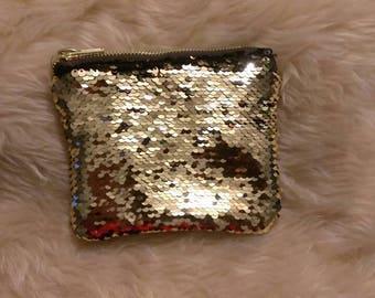 Reversible sequin coin purse