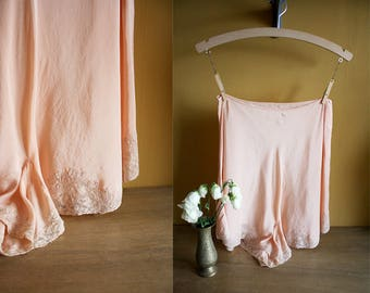 1930s Silk Tap Pants / 30s Peach Knickers / Silk Panties / Lace Applique / 1940s French Knickers / Size Small / S M
