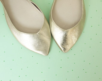 Wedding Shoes. Bridal Low Heel Shoes. Pointy Ballet Flats. Pointy Shoes. Leather Ballerinas. Flat Shoes Bride. Bridesmaids Gift. Gold Shoes