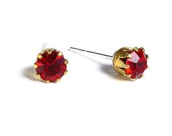 Estate style red siam ruby rhinestone crystal hypoallergenic stud earrings (486)