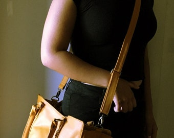 Computer Work Tote bag.Strong straps, fully lined  and pockets, traditional tan leather tote bag.Real leather