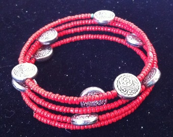 Red and Silver Beaded Bracelet, Ready to Ship, Christmas Fashion, Memory Wire Bracelet, Delicate Red Seed Bead Bracelet
