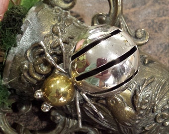 Sterling silver bumble bee pin
