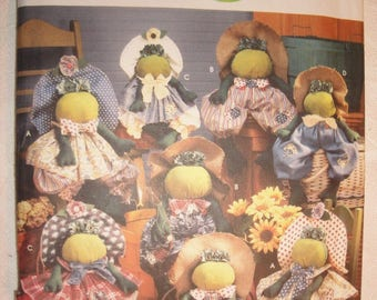 Simplicity Pattern 5599 - Stuffed Frogs and Clothes