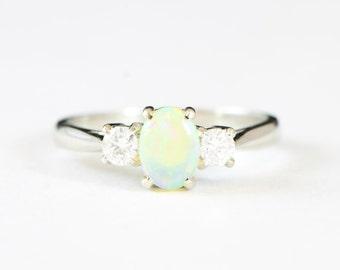 Weißes Gold Opal und Diamant-Verlobungsring in 18 Karat Gold für ihre handgemachte Ring UK