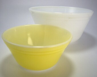 Vintage Small Mixing Bowl Set, Yellow and White, Federal Glass, Nesting Bowls, Fruit Bowls, Baking Supplies,