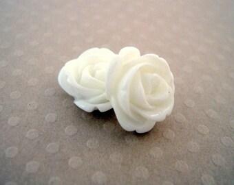 Lot de 2 roses en résine blanches 13 mm - FR-0164