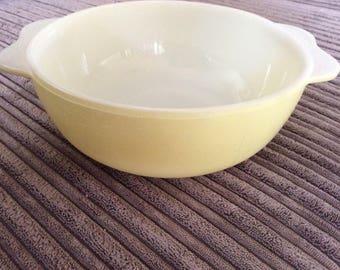 Pyrex Weardale Spring Yellow casserole dish ( no lid)
