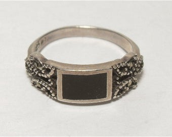 Vintage Sterling Silver Marcasite Black Enamel Ring Band Size 8-1/4