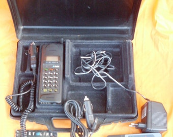 telefono portatile vintage, portable radiotelephone Nibbio Italtel Sky Link, portable radiotelephone and battery charged, sky link Italtel