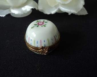 French Limoges vintage hand painted porcelaine collectable pill  box (03386)